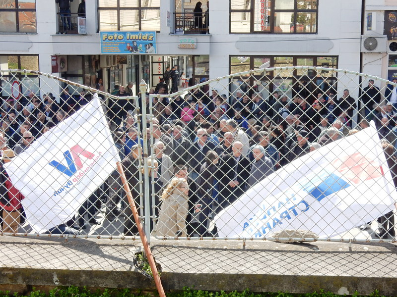Odbornici iz SNS i SPS protestovali protiv partijskih kolega u lokalnoj vlasti (VIDEO)