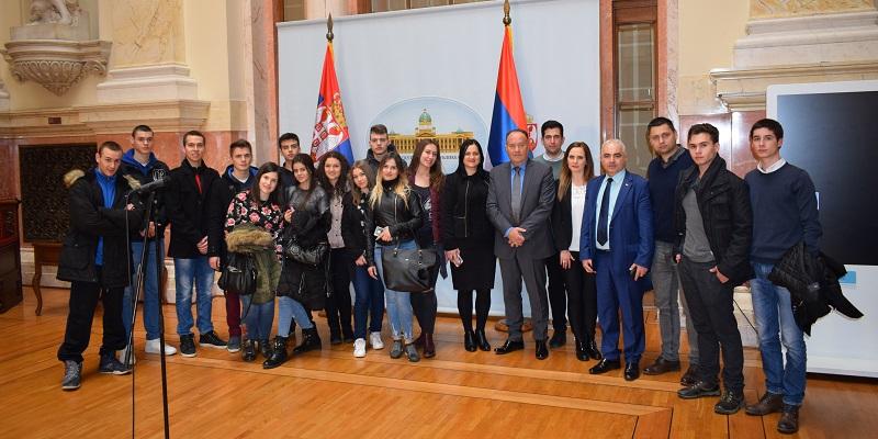 Mladi Leskovčani u poseti Narodnoj skupštini