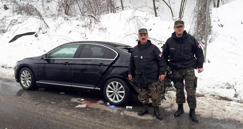 Žandarmi prvi pritekli u pomoć mladićima u smrskanom automobilu