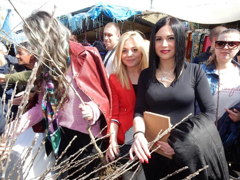 """Leskovac: Mladi SNS-a delili sadnice iz rasadnika """"Silver"""""""
