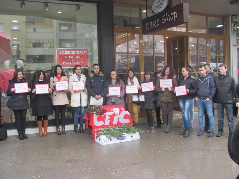 Mladi socijalisti delili ruže u centru grada