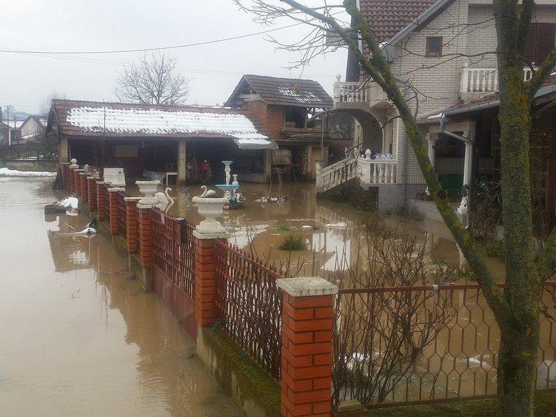 U Leskovcu i Lebanu dvorišta i oranice pod vodom