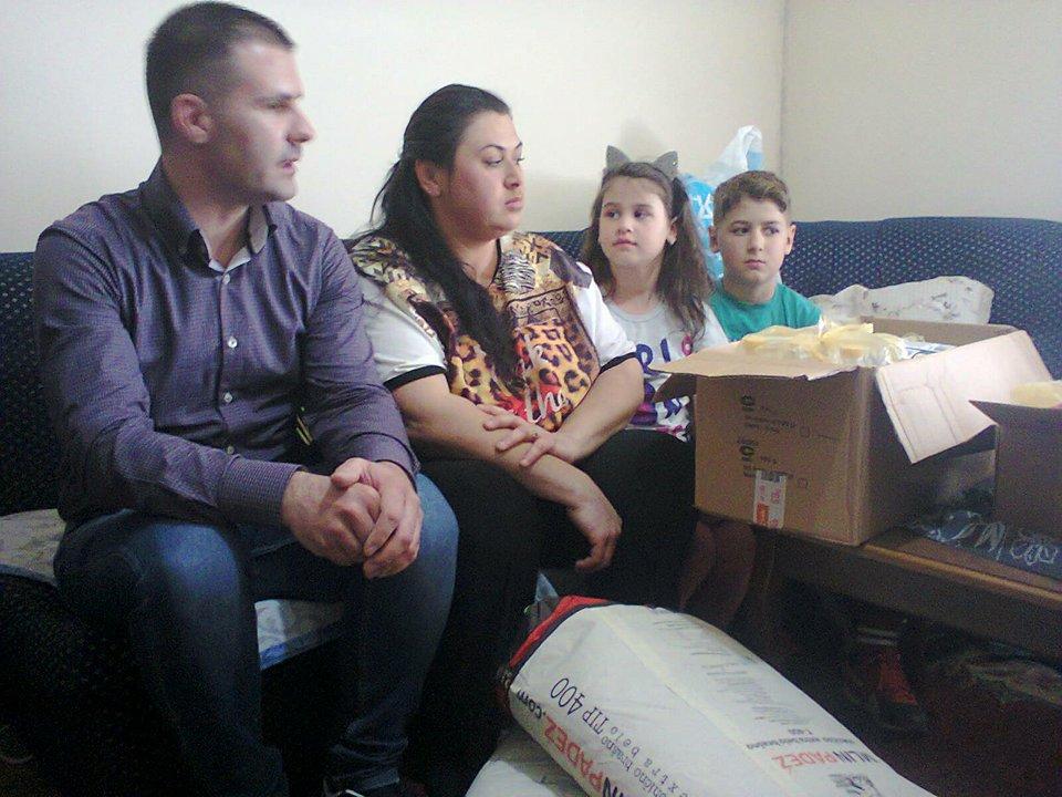 Naprednjaci obradovali pred Uskrs socijalno ugroženu porodicu u Leskovcu