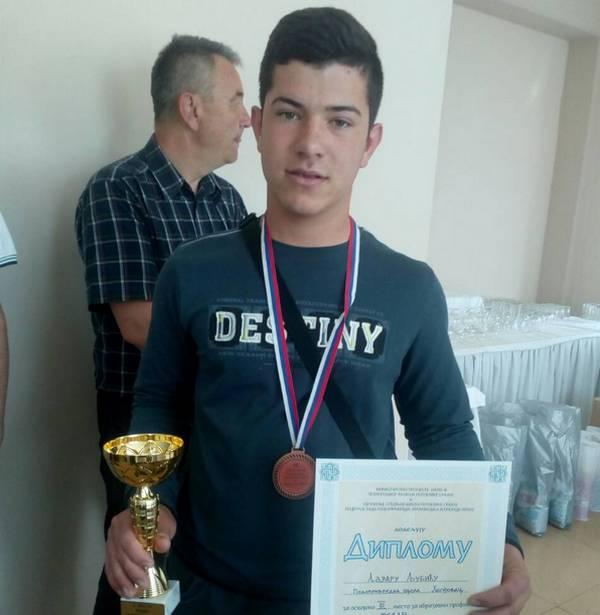 Mladi Leskovčanin dobio pehar i poslovnu ponudu
