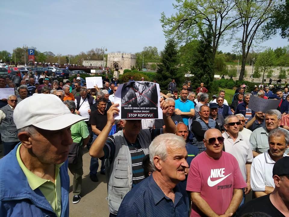 Protest radnka u Nišu: Na korak od isplate plata?