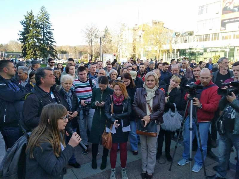 Nišlije ne prekidaju okupljanja, protestom dočekuju Zoranu Mihajlović