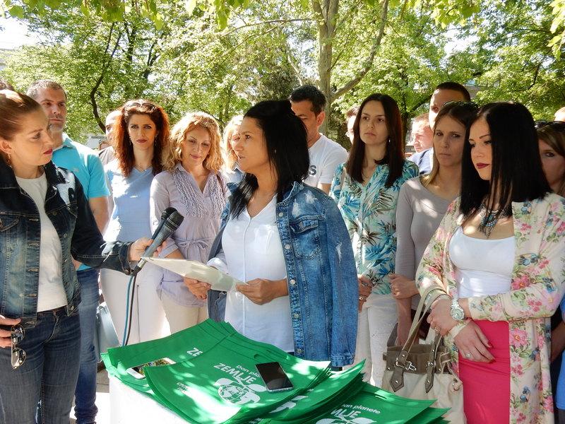 Deljenjem platnenih torbi, SNS obeležila Dan planete Zemlje