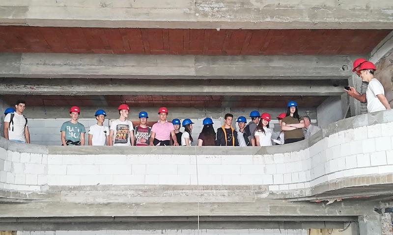 Budući građevinari uče na licu mesta, na gradilištima