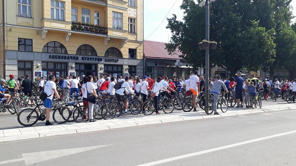 Na vožnji biciklama sa gradonačelnikom sugrađani od 2 do 87 godina (FOTO + VIDEO)