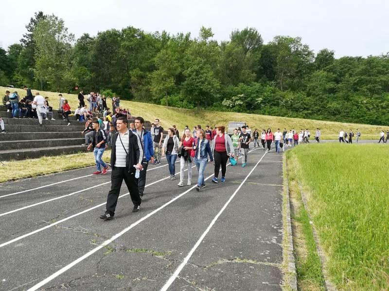 Veliki odziv osnovaca i srednjoškolaca na takmičenju u atletici (POBEDNICI)