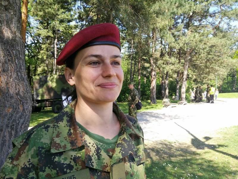 Ona je jedina žena u srpskoj vojsci koja na nas motri iz vazduha