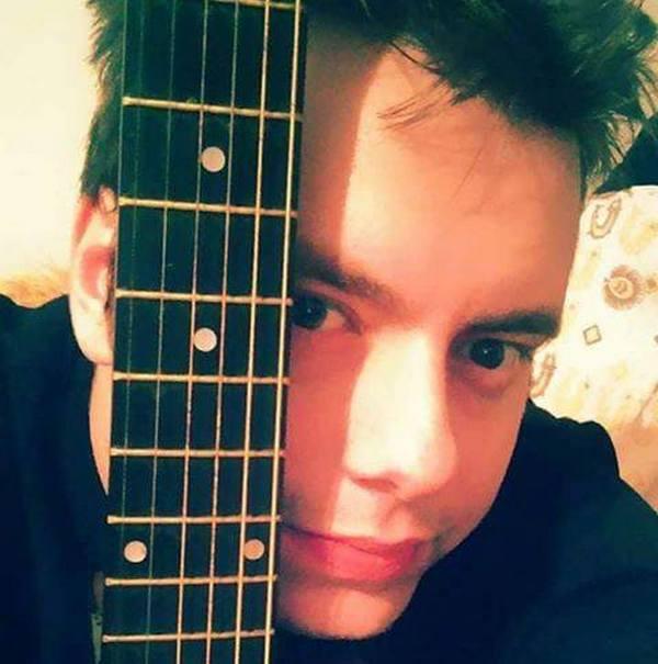 Glasajte za našeg mladog kantautora Đorđa Vasiljkovića