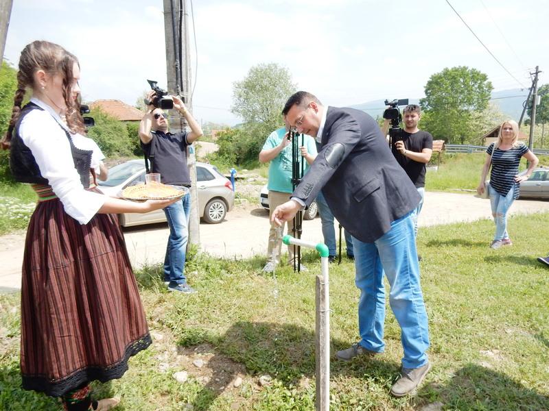 Hansko selo Mazarać dobilo gradsku vodu za piće (VIDEO)