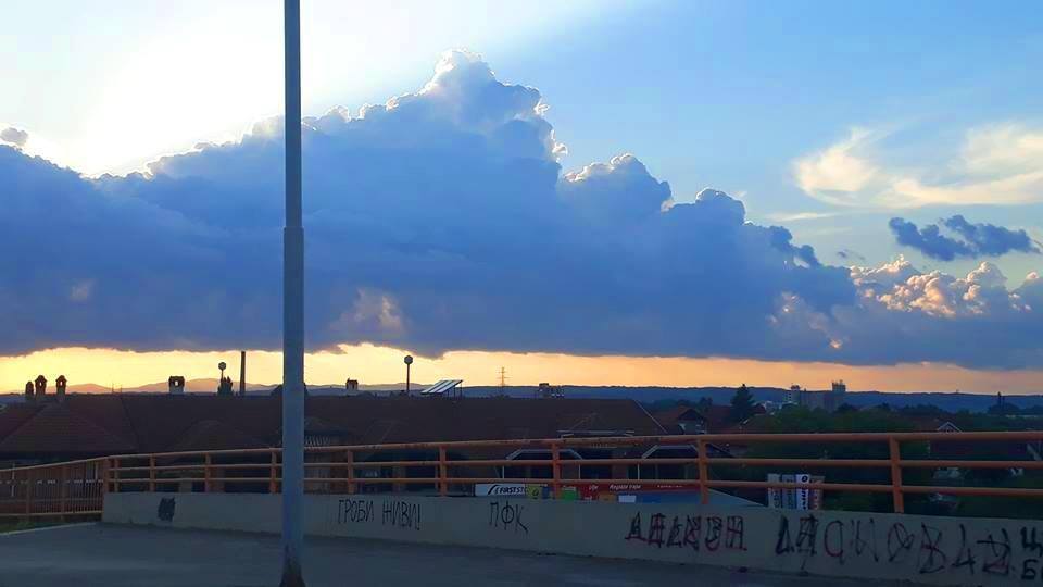 Šta se dešava sa nebom nad Leskovcem? Klimatske promene ili nešto drugo (ANKETA)
