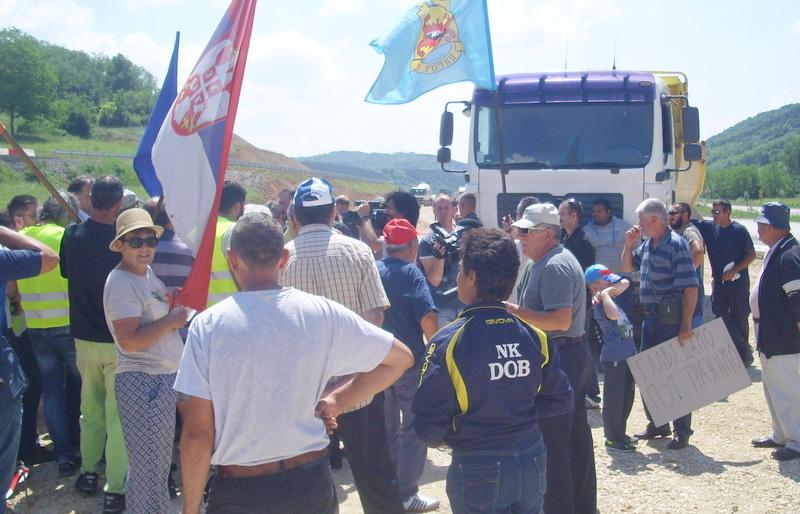 Protest poljoprivrednika u Pirotu, traže prilaz do imovine