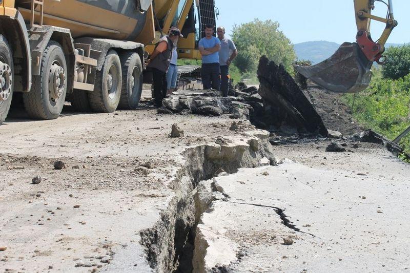 U toku radovi na sanaciji klizišta na putu Vranje – Vranjska Banja
