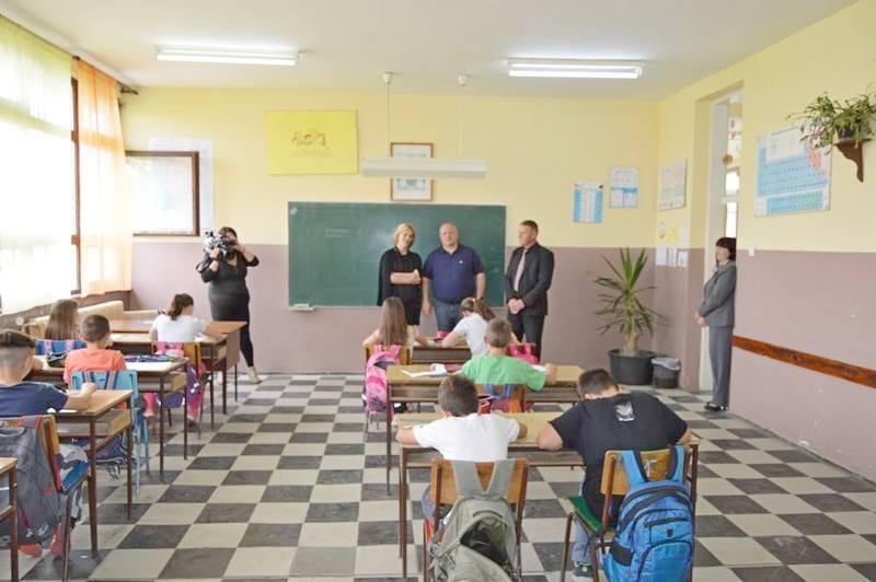 Stolarija na školi u Trnjanu stara 33 godine
