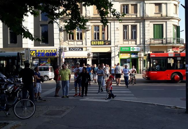 PROTESTI: Od zatvaranja puteva do blokade pešačkih prelaza – LESKOVAC, VRANJE (FOTO, VIDEO)