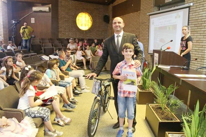 """Bicikli najboljima na konkursu """"Bezbedan sam učesnik u saobraćaju"""""""