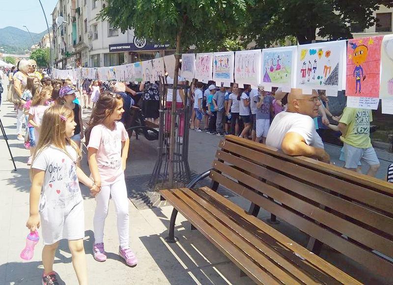 """Najmlađi crtežima otvorili manifestaciju """"Dečji dani"""""""