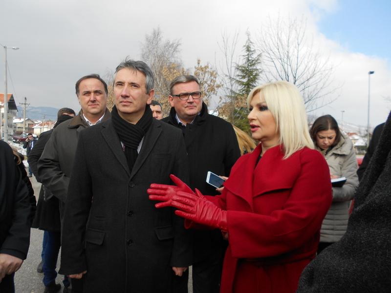Gradonačelnik i potpredsednica Vlade potpisuju ugovor sa Nemcima