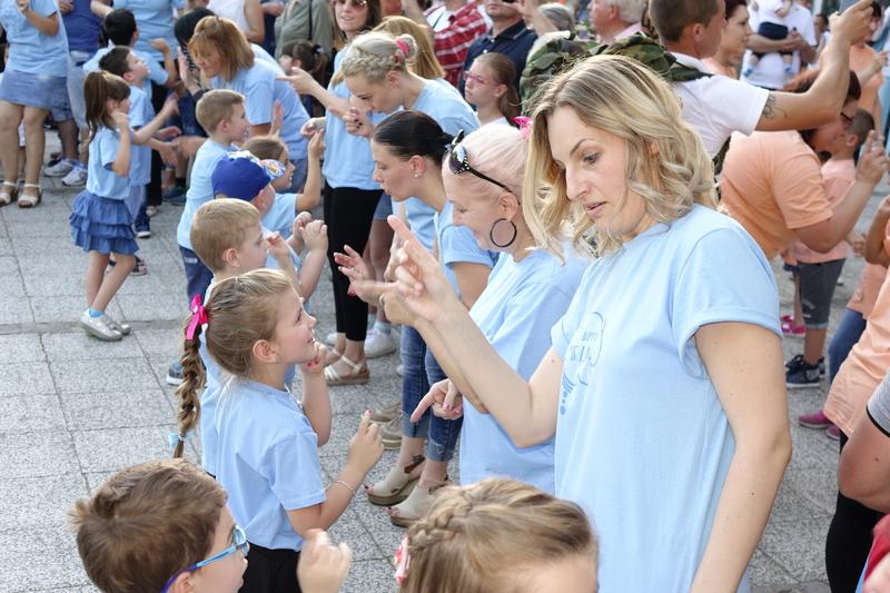 Najavljeno loše vreme sprečilo mališane da plešu sa svojim roditeljima u centru Leskovca