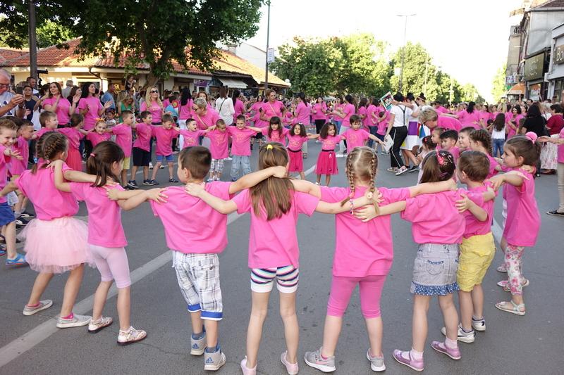 (FOTO,VIDEO) Mališani ponovo plesali na najlepšoj manifestaciji RAZIGRANE ULICE