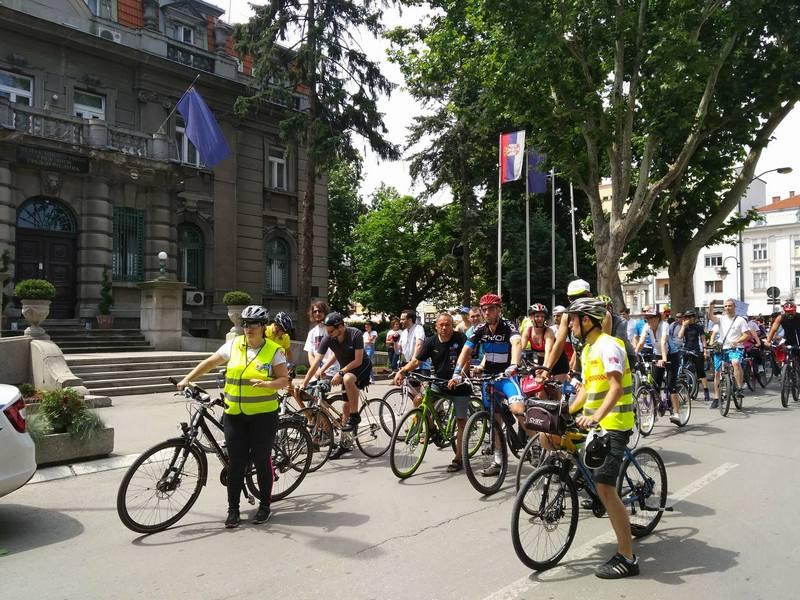 Protestna vožnja biciklista zbog slučaja aerodroma