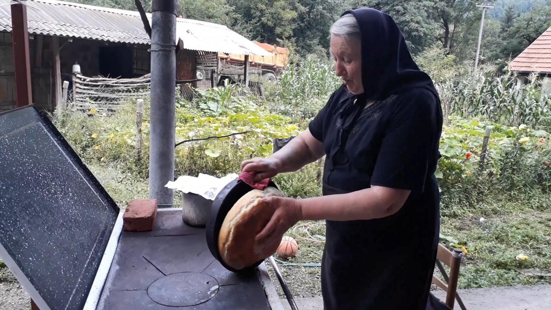 Samo iz furune hleb lepo miriše (VIDEO)