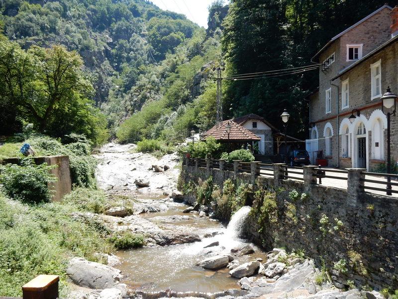 Dođu u Leskovac pa traže da posete Vučje i Caričin grad