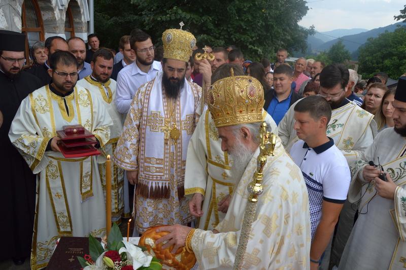 Patrijarh Irinej služio liturgiju u Predejanu i osveštao ikone