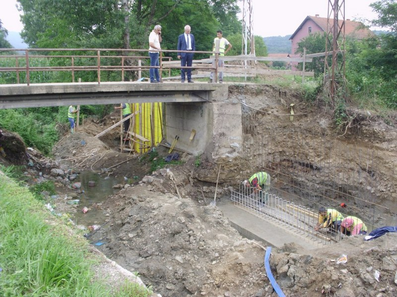 Betonom učvršćuju most u Boljaru