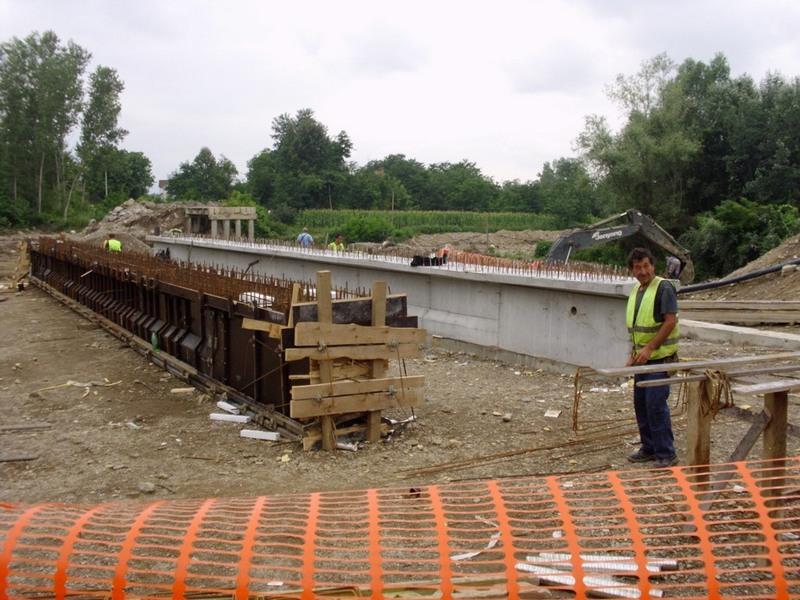 Prvi nosači za most preko Vlasine