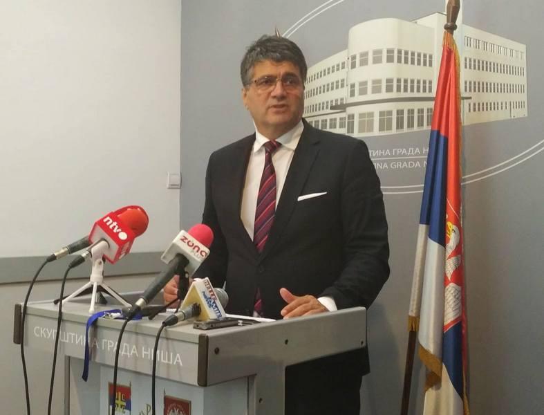 Gradonačelnik Niša napadnut i povređen na Kosovu
