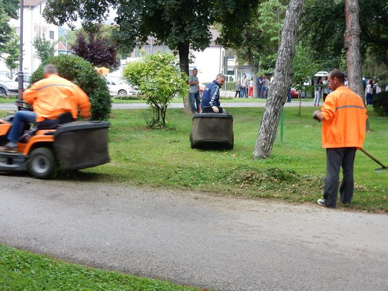 Grad Leskovac platio Komunalcu 11.5 od 191 milion za održavanje zelenila i higijenu