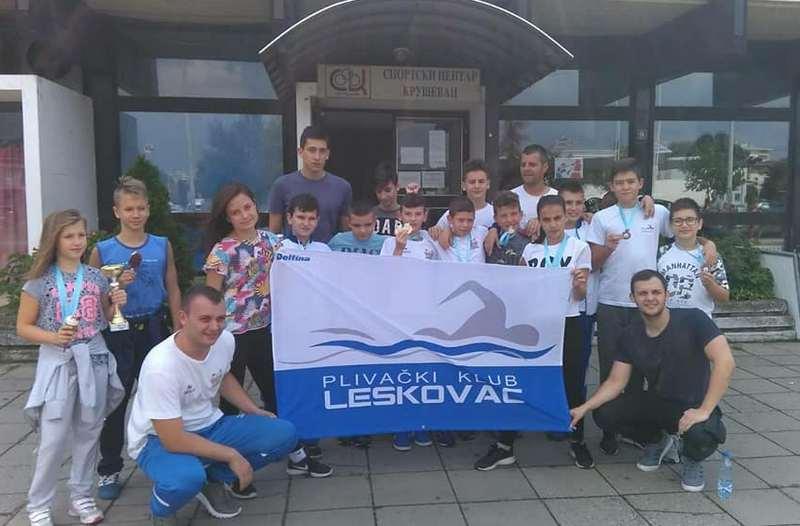 PK LESKOVAC Leona Dimitrijević i Novak Stojiljković njabolji pioniri plivači u centralnoj Srbiji