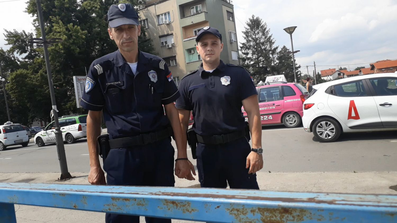 HEROJI Policajci sprečili Leskovčanina da skoči sa mosta u reku