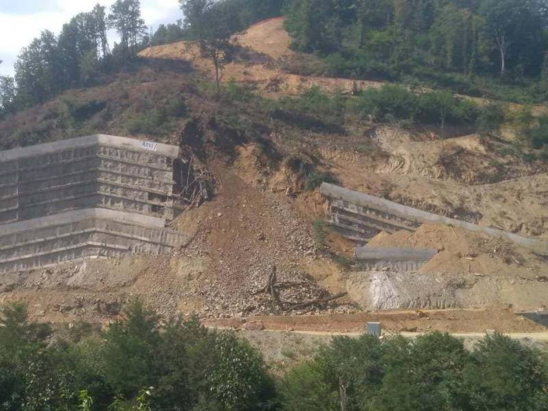 Brdo ponovo srušilo potporni zid u Grdeličkoj klisuri