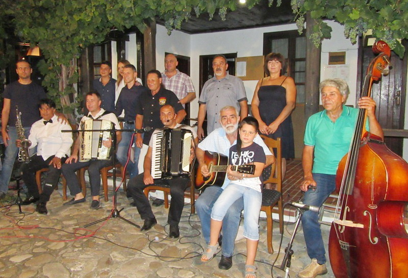 Gradski orkestar oduševio Vlasotinčane vanvremenskom muzikom