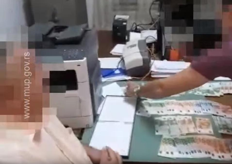 Uhapšena dva funkcionera zbog primanja mita (VIDEO)