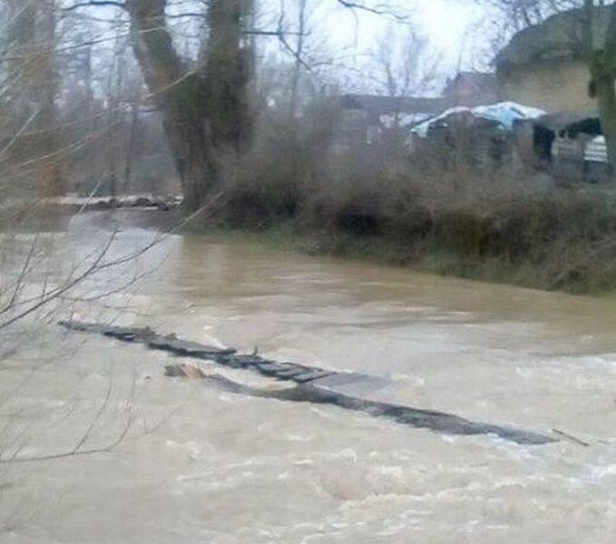 Most koji nestaje kada nabuja reka