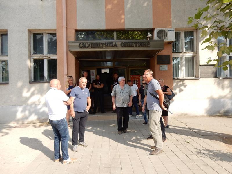 PONOVO POLITIČKI CIRKUS U LEBANU Odbornici fizički sprečeni da prisustvuju sednici Skupštine opštine (VIDEO)