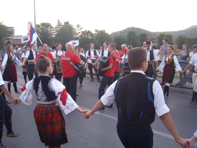 Pred Piroćancima folklorni ansambli iz Kolumbije, Kostarike, Rusije…