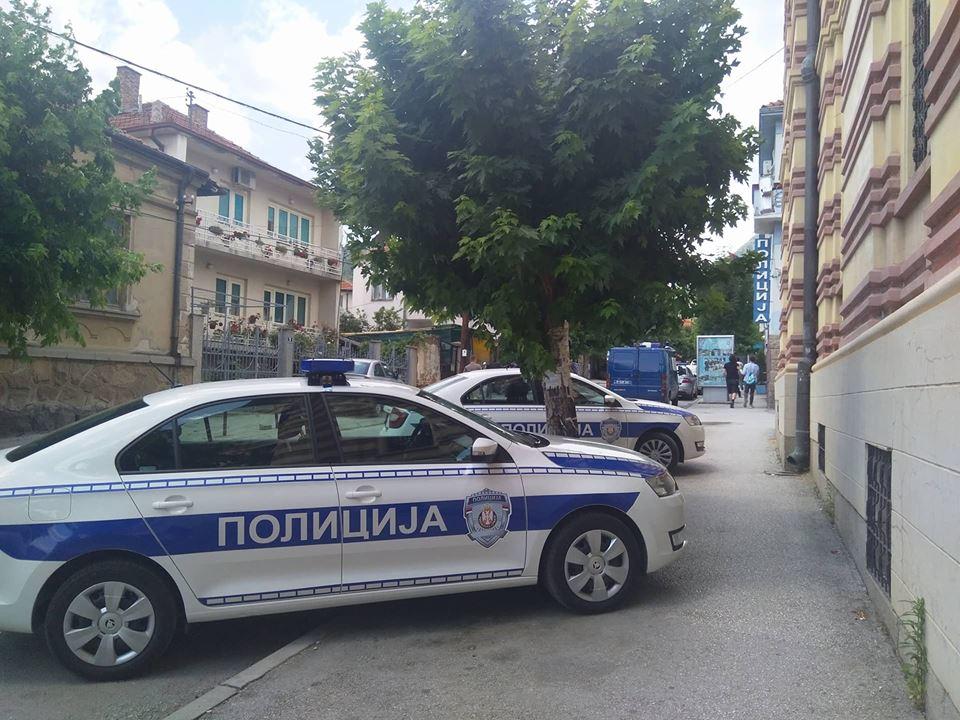 Četiri lake povrede u saobraćaju i vređanje policajca