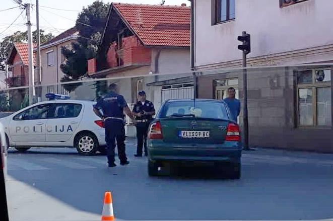 Saobraćaj u zastoju na raskrsnici Nikole Skobaljića i Mlinske