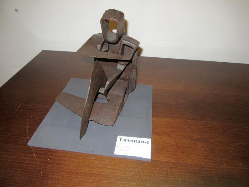 ŽIVOT (U) SEKIRI Izložba skulptura u vlasotinačkoj biblioteci