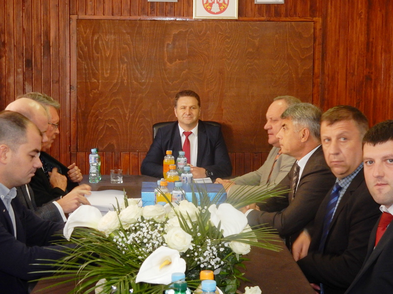 Ambasador Čepurin u Medveđi, putuje za Putinovo, a poklon od gradonačelnika Leskovca ga je oduševio (VIDEO)