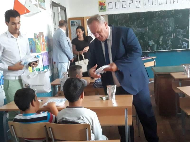 Čestitke i pokloni prvacima od gradonačelnika Leskovca