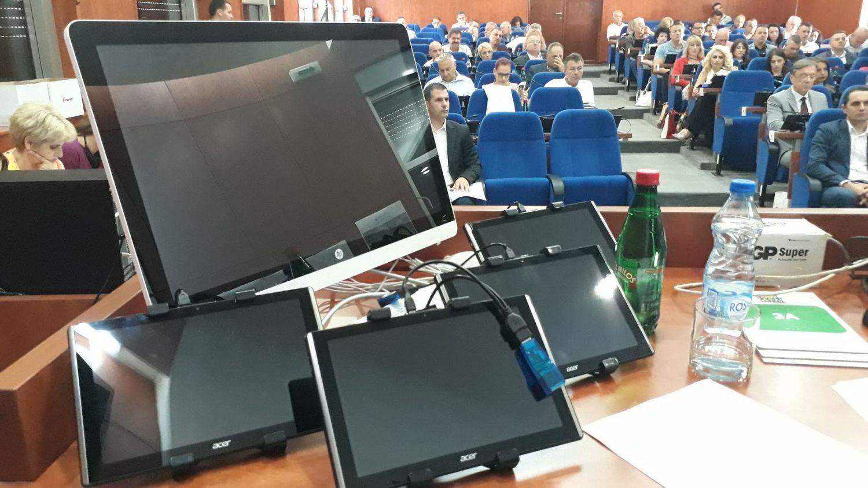"""Ugovori o delu """"crna zona budžeta"""" grada Leskovca, opozicija traži vanrednu kontrolu revizora (VIDEO)"""