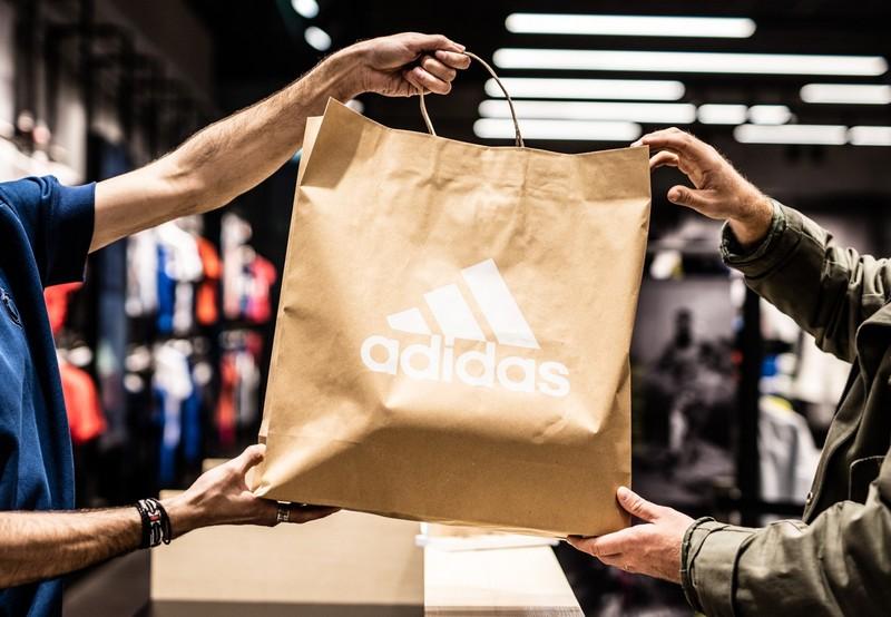Adidas povukao iz prodaje kupaće kostime za decu